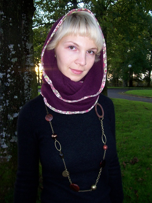 I like the finishing of the snood. Gypsy necklace from Oasis.