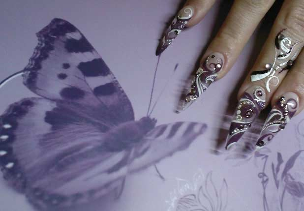 http://quirkyfashion.files.wordpress.com/2009/12/nail_art12.jpg