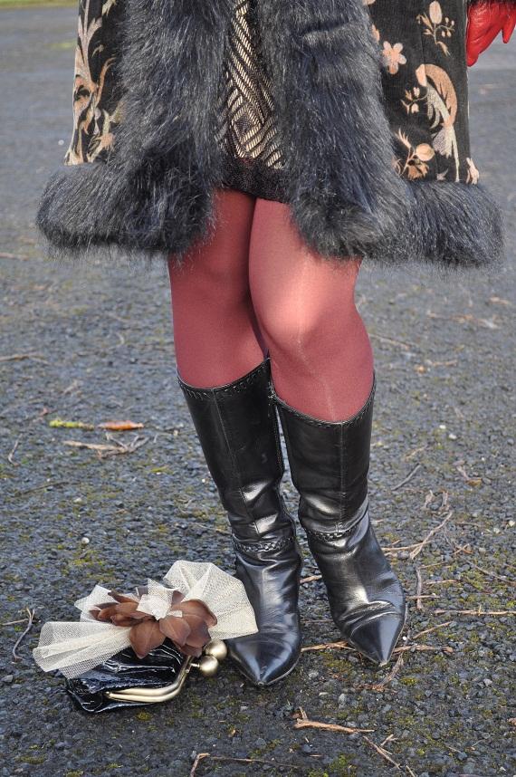 I love jewel toned winter tights!