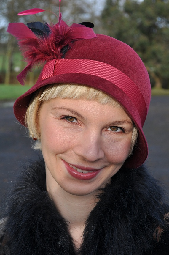 I made vine coloured velour cloche hat to match my outfit and decorated it with dark greent, fuschia and vine coloured feathers to compliment the pattern on my coat.