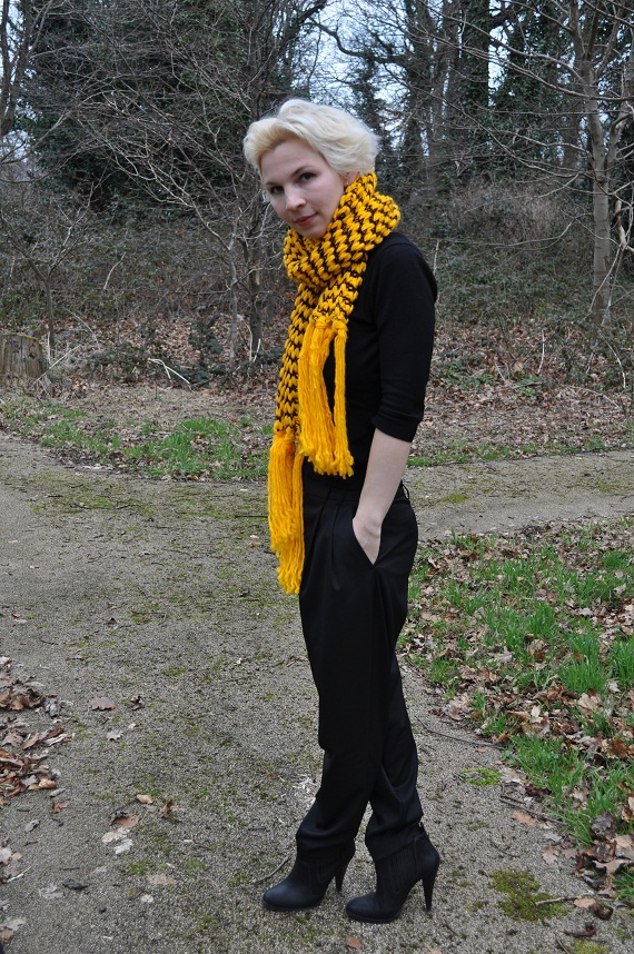 black slouchy harem pants with yellow chunky knitted scarf