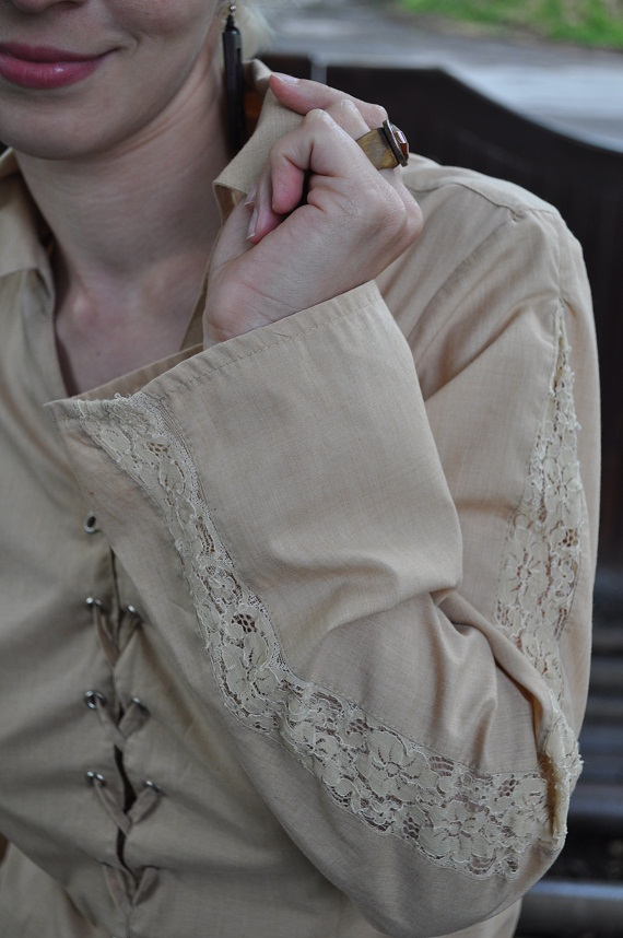 cappucino blouse with lace details