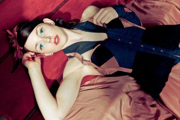Model: Kirsten Haugh, Makeup: Oksana Makeup, Hair: Ann-Marie Browne